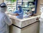 کراچی: کورونا وائرس کے پھیلاو کو روکنے کے لیے رشید ہسپتال میں پیرامیڈیکل ..