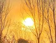 اسلام آباد: وفاقی دارالحکومت کے آسمانوں پر طلوع آفتاب کا پرکشش نظارہ۔
