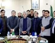 لاہور: صوبائی وزیر صنعت و تجارت میاں اسلم اقبال کے ہمراہ ایوان صنعت ..