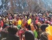 چترال، وادری کیلاش میں جاری چوموس تہوار کے آخری روز قبیلے کے افراد ..