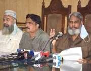 لاہور: پاکستان کیمسٹ ریٹیلرز ایسوی ایشن کے چیئر مین اسحاق میو پریس ..