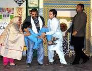 ملتان: آرٹس کونسل کے زیر اہتمام فیملی ڈرامہ فیسٹیول 2020 کے دوران ڈرامہ ..
