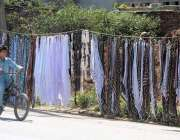 راولپنڈی: گرمی میں دھوپ سے بچاؤ کے رومال کی مانگ میں اضافے کے باعث ایک ..