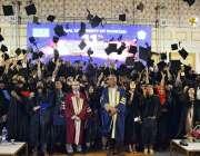 فیصل آباد: ورچوئل یونیورسٹی کے 11 ویں کانووکیشن کے دوران کامیاب طلباء ..