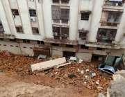 کراچی :بارش کے باعث گلستان جوہر بلاک تھری جاوید بل ویو اپارٹمنٹ کی عقبی ..