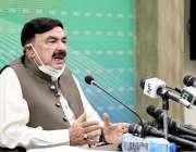 اسلام آباد: وفاقی وزیر ریلوے شیخ رشید احمد پریس کانفرنس سے خطاب کر رہے ..