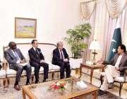 اسلام آباد: اقوام متحدہ کے سکریٹری جنرل انتونیو گٹیرس اپنی ٹیم کے ساتھ ..