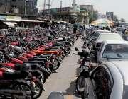 راولپنڈی: انتظامیہ کی نا اہلی کے باعث کچہری چوک میں نوپارکنگ پر کھڑے ..