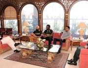 اسلام آباد: وزیراعظم عمران خان سے پشاورزلمی کے چئیر مین جاوید آفریدی، ..