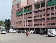 کراچی: لاک ڈاؤن کے بعد ایس او پیز پرعمل درآمد کرتے ہوئے آرٹس کونسل میں ..