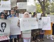 لاہور نجی یونیورسٹی کے طلباء لا ہور سیالکوٹ موٹروے پر ہونے والے زیادتی ..