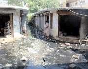 کراچی : فیرئیر مارکیٹ میں سیوریج کا پانی جمع ہے جس کے باعث دکانداروں ..