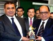 راولپنڈی: یونائیٹڈ انٹرنیشنل گروپ کے چیئرمین میاں شاہد ایک تقریب میں ..