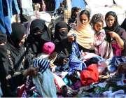 حیدرآباد: سردی کی شدت میں اضافے کے بعد خواتین گرم کپڑے خرید رہی ہیں۔