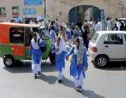 راولپنڈی: چھٹی کے بعد طالبات اپنے گھروں کی طرف رواں دواں ہیں۔