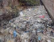 لاہور : مزنگ گندا نالے میں انتظامیہ کی غفلت کے باعث کچرے کا ڈھیر لگا ..