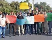 فیصل آباد، ایف آئی سی کے ملازمین گستاخانہ خاکوں کی اشاعت پر فرانس کیخلاف ..