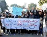 لاہور رائے ونڈ روڈ کے رہائشی اپنے مطالبات کے حق میں احتجاج کر رہے ہیں۔