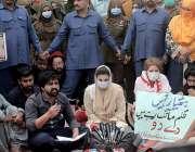 لاہور، مسلم لیگ ن کی نائب صدر مریم نواز مال روڈ پر مطالبات کے حق میں ..