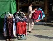 اسلام آباد : سپریم کورٹ کے شاپنگ مال کھولنے کے احکامات کے بعد ایک دکاندار ..