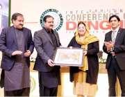 لاہور: وزیراعلی پنجاب سردار عثمان بزدارکو مقامی ہوٹل میں انٹرنیشنل ..