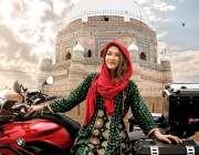 اسلام آباد: پاکستان بھر میں موٹرسائیکل پر تنہا سفر کرنیوالی کنیڈین ..