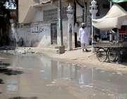 کراچی: لیاری ہسپتال کے قریب جامع مسجد اسماعیل کے پاس سوریج کا پانی جمع ..