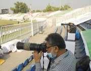راولپنڈی، نیشنل ٹی ٹونٹی کے موقع پر فوٹوگرافرز تصاویر لے رہے ہیں۔