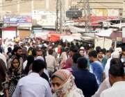 حیدرآباد: بڑی تعداد میں شہری فقیر کا پیڑ ھ کے علاقے میں سبزیاں اور دیگر ..