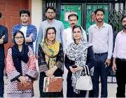 لاہور: محکمہ تعلقات عامہ میں آئے مختلف یونیورسٹیوں کے طلبا و طالبات ..