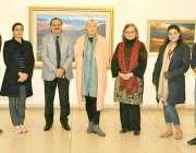 لاہور : آرٹ ڈائریکٹربرٹش کونسل شائل ہیریسن لی کا الحمرا کے دورہ کے موقع ..
