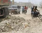 کراچی:شیرشاه روڈ عرصہ دراز سے ٹوٹ پھوٹ کا شکار ہے جس وجہ سے ٹریفک کی ..