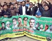 پشاور: پاکستان پیٹریاٹک یوتھ کے پی کے ممبران پریس کلب سے گورنر ہاؤس ..