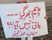 کراچی، نارتھ ناظم آباد کیو بلاک کے علاقہ مکینوں کی جانب سے پانی کی بندش ..