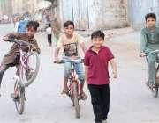 کراچی سندھ گورنمنٹ کی جانب سے کورونا وائرس کے پھیلاو کوروکنے کے لیے ..