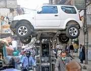 راولپنڈی: ڈونگی کھوئی چوک میں نو پارکنگ ایریا پر کھڑی گاڑی کوٹریفک ..