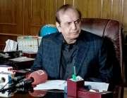 کراچی، وزیر توانائی سندھ امتیاز احمد شیخ اپنے دفتر میں پریس کانفرنس ..