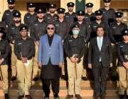 کراچی، گورنر سندھ عمران اسماعیل کے ہمراہ گورنر ہائوس میں نیشنل پولیس ..