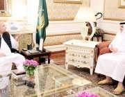 لاہور : گورنر پنجاب چوہدری محمد سرور سے گورنر ہاؤس میں سعودی سفیرنواف ..