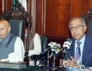 لاہور، وزیراعظم کے مشیر خزانہ ڈاکٹر عبدالحفیظ شیخ گورنر ہائوس میں ..