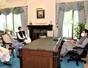 اسلام آباد: وزیراعظم عمران خان سے معاون خصوصی عثمان ڈار اور مشیر خزانہ ..