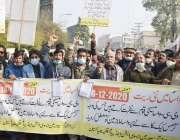 لاہور، سیورمین ایسوسی ایشن کے زیر اہتمام مسیحی برادری کے افراد اپنے ..