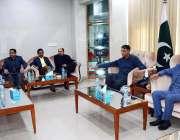 کراچی:وفاقی وزیر اسد عمر متحدہ قومی موومنٹ پاکستان بہادر آباد کے دفتر ..