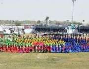 سبی :صدر ڈاکٹرعارف علوی سبی میلہ کی افتتاحی تقریب کے موقع پر بیٹھے ہیں
