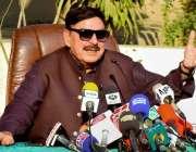 پشاور: وفاقی وزیر ریلوے شیخ رشید احمد ریلوے اسٹیشن ریسٹ ہاؤس میں پریس ..