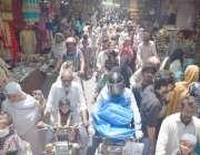 لاہور: لاک ڈاؤن میں نرمی کے بعد کاروبار کھلنے پر باغبانپورہ بازار میں ..