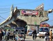 حیدرآباد: ہالہ ناکا روڈ پر طویل عرصے سے نامکمل فلائی اوور کا منظر۔