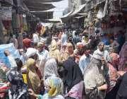 لاہور : لاک ڈاون میں نرمی کے بعد کاروبار کھلنے پر باغبانپورہ بازار میں ..