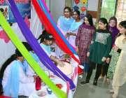 حیدرآباد: رائل کیمبرج اسکول میں فوڈ فیسٹیول کے دوران کھانے پینے کے ..