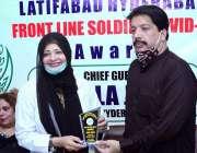 حیدرآباد، بھٹائی ہسپتال میں ڈی ایچ او لالا جعفر کووڈ 19 کیخلاف پہلی ..